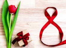 Holidays_March_8_Tulips_Red_Gifts_Bowknot_515577_1365x1024