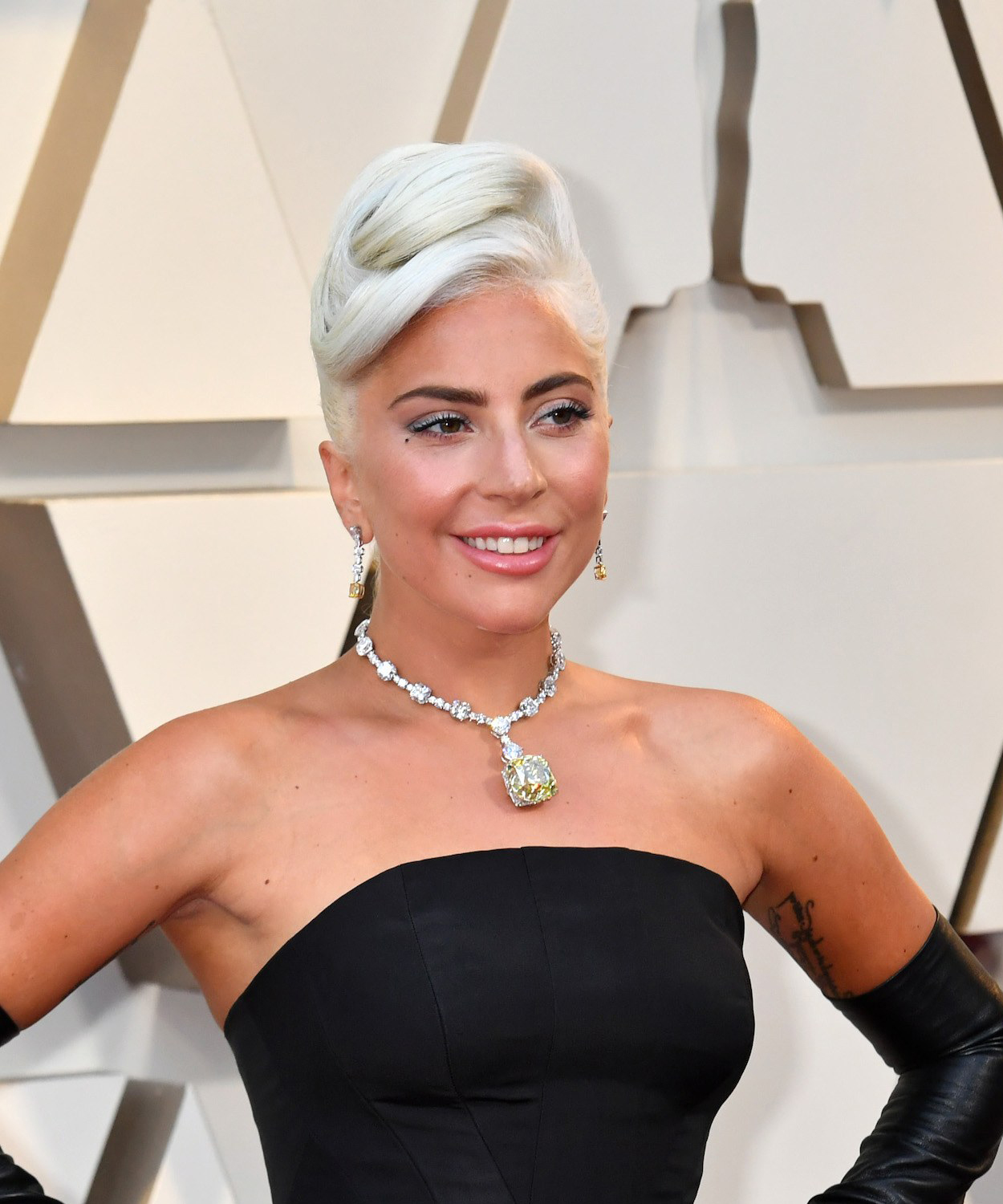 Lady-Gaga-Oscars-2019-with-dress